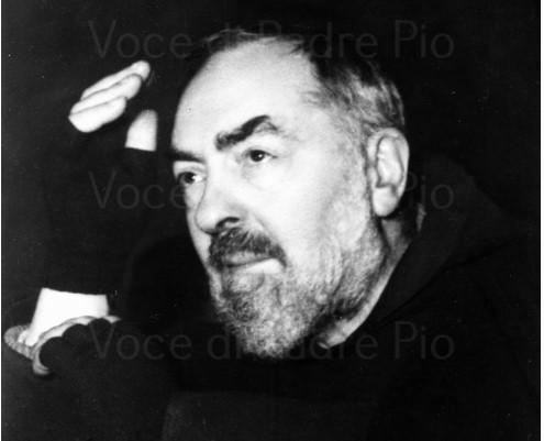 Volto Padre Pio che saluta